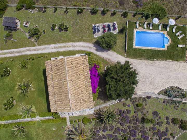 Elli-drone-apts+pool-1