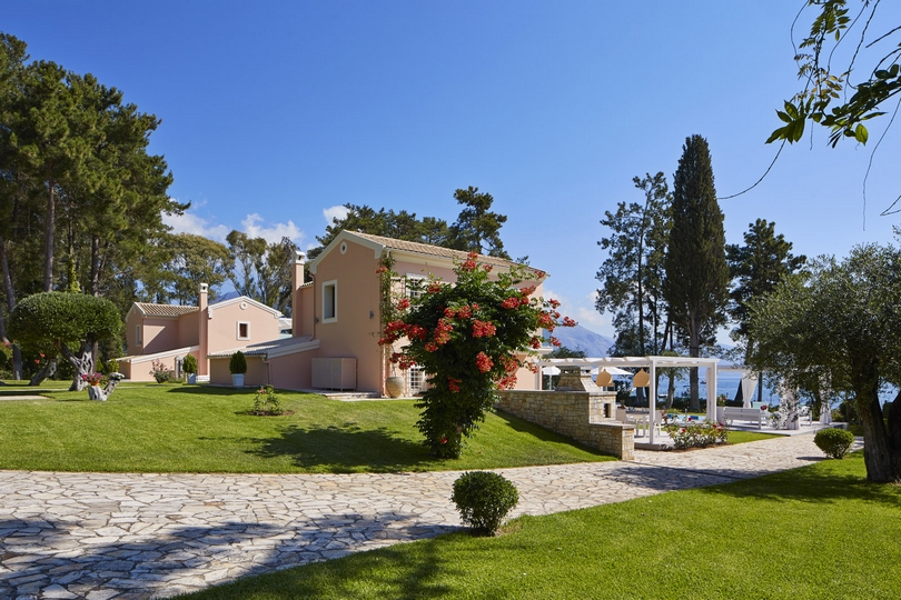 Villa-Olympia-Entrance