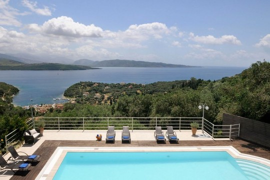 Villa Lefkithea-luxury villa for 12 pers. in NE Corfu
